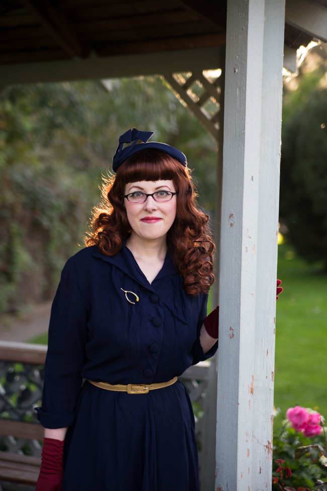 1940s vintage navy blue dress and hat, cranberry tights, at the Penticton Rose Garden_6